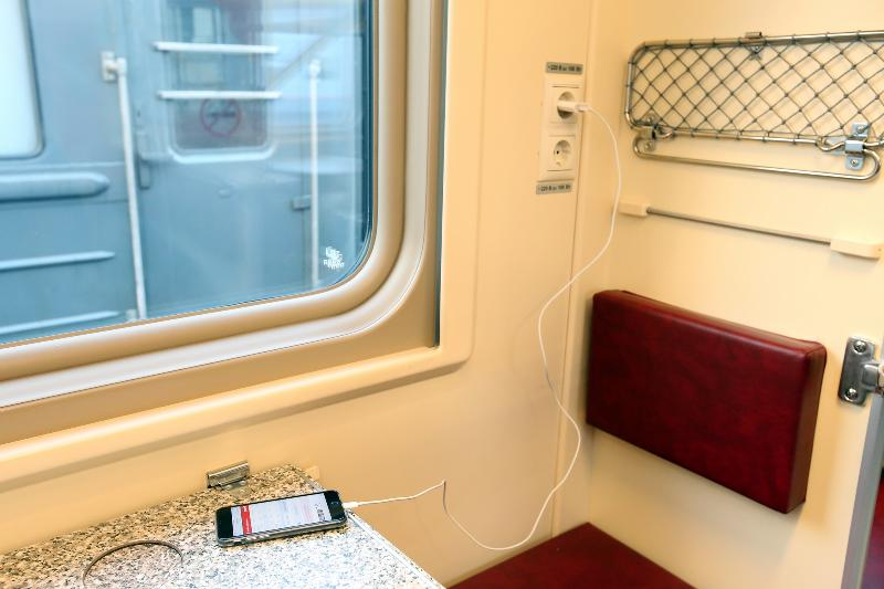 Розетки в поезде купе